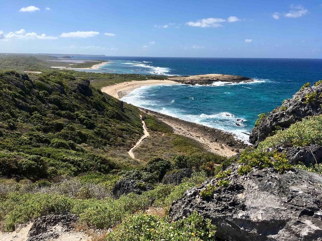 grande terre plages paradisiaques pointe des chateaux