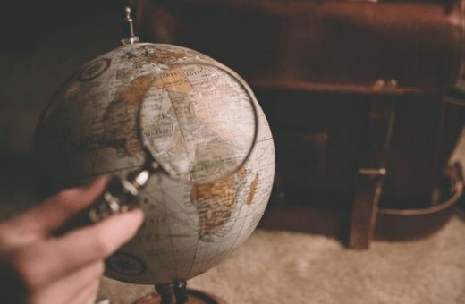 Mappemonde agence de voyage mystère où partir ?