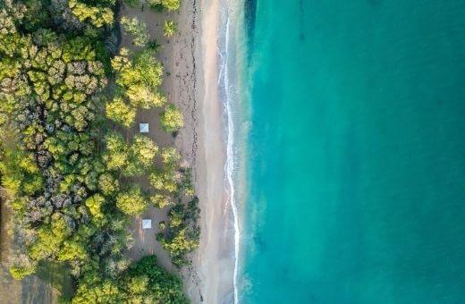 Plage des Antilles Cap Chevallier vu du ciel